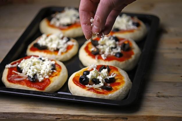 オーブントレイのミニピザ Premium写真