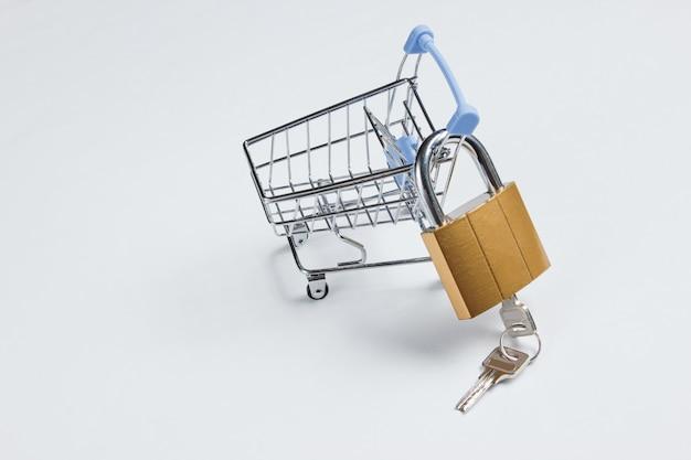 자물쇠와 열쇠가있는 미니 쇼핑 트롤리