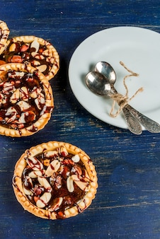 Mini tarts with nuts and caramel