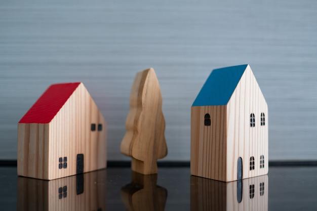 지상에 미니어처 하우스 모델