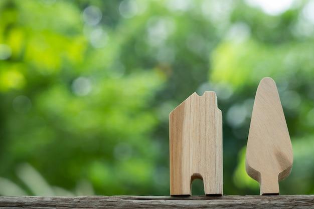 地面にミニチュアの家モデル