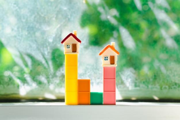 ビジネスおよび不動産不動産として使用するプラスチックグラフ上のミニチュアの家