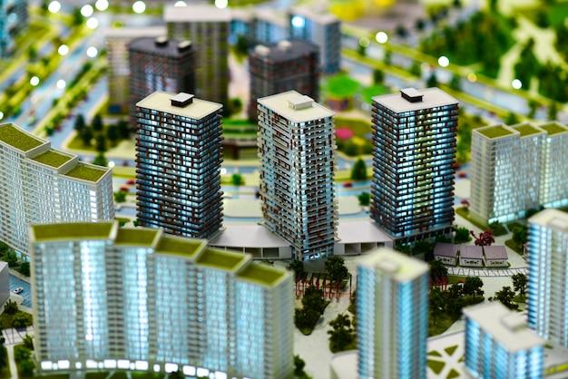 現代の緑豊かな都市のミニチュアモデル