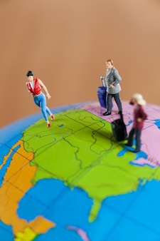 미니어처 사람들이 세계 여행