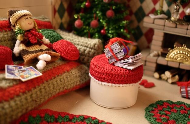 Миниатюрные игрушки сделаны руками. детское рукоделие, детский дом для игрушек.