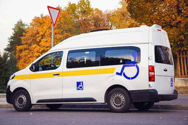 장애 표시가 있는 장애인 승객을 위한 미니버스