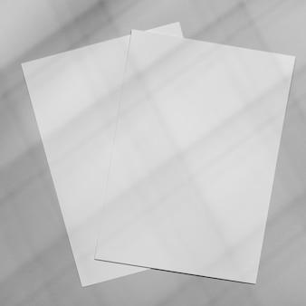 Минимальное наложение брошюры с тенью растительности