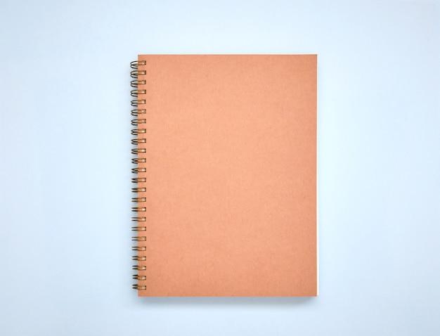 最小限の茶色の本の表紙を青に模擬