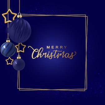 装飾的なクリスマスボールと挨拶で最小限のクリスマスの夜の青い輝きの背景