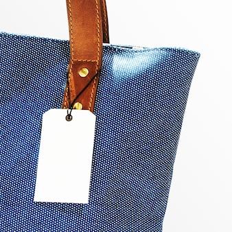 Etichetta di abbigliamento minimale per marchi di moda
