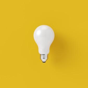 최소한의 개념. 노란색 배경에 뛰어난 백색 전구