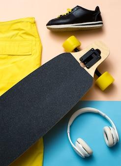 最小限のデザイン。スケート、音楽、スニーカー。アーバンアウトフィッターズ