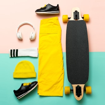 最小限のデザイン。スケートボードスタイルの衣装
