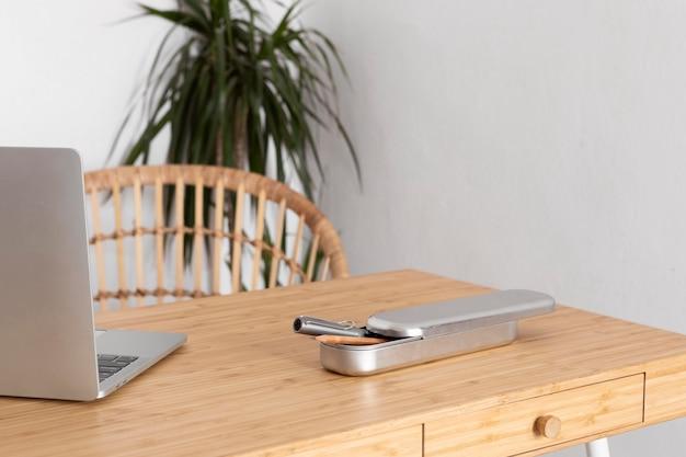 Минималистичный дизайн домашнего стола