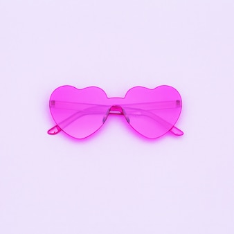 하트 모양의 안경으로 최소한의 스타일 패션 사진 촬영