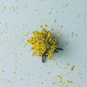 최소한의 스타일 노란색 꽃