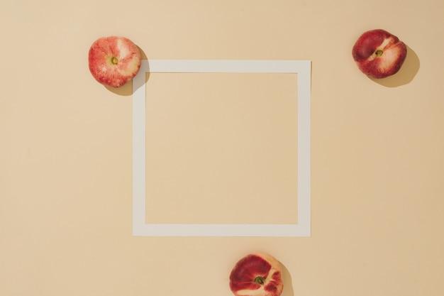 最小限の太陽に照らされた果実の組成