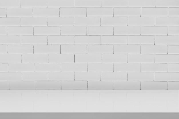 Fondale prodotto minimal in mattoni bianchi