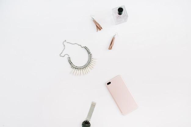 Минималистичные женские модные аксессуары и смартфон