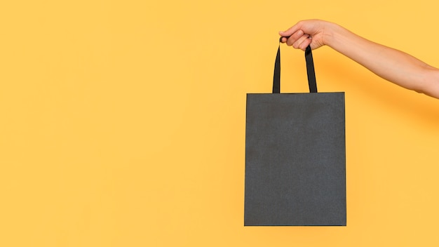 Minimalist black shopping bag copy space