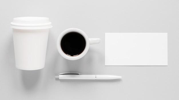Минималистичная композиция для брендинга кофе