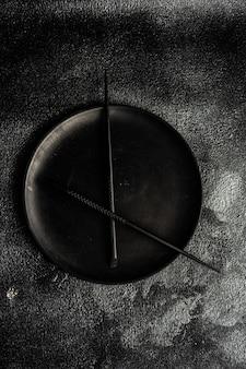 箸で作った時計としてのミニマリストの場所設定