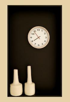 둥근 모양의 시계와 한 쌍의 꽃병으로 미니멀 한 벽 장식
