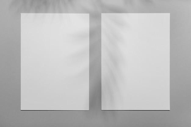 植生の影とミニマルなパンフレットオーバーレイ
