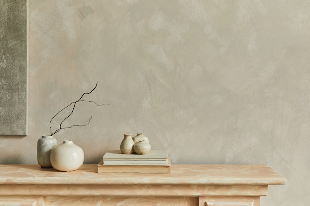 꽃병이 있는 최소한의 단색 구성 벽 복사 공간에 포스터 템플릿