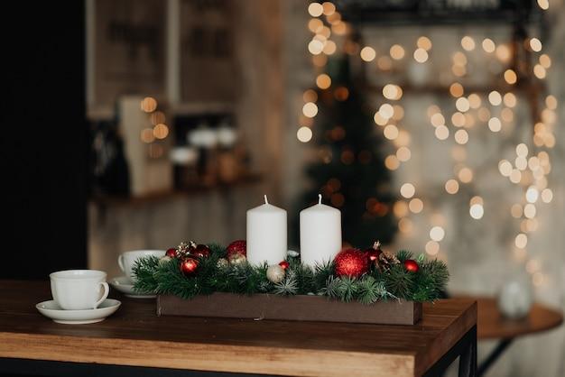 최소한의 새해. 새해와 크리스마스를위한 가정 장식. 장식물