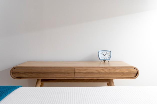Минималистичный стильный интерьер в стиле бохо с чистым рабочим пространством