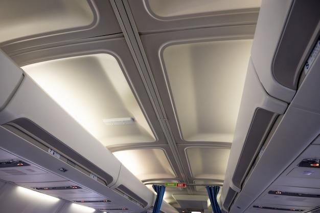 ミンスクベラルーシ6月の飛行機の天井