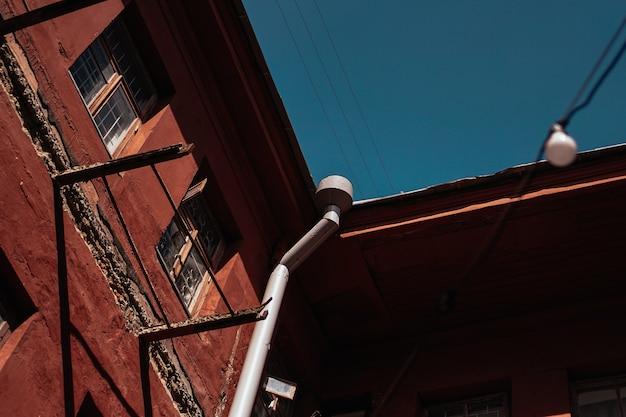 ミンスク、ベラルーシレッドヤード-中庭-ミンスクの井戸、ライブ音楽のコンサート、写真展、絵画の展示会の場所