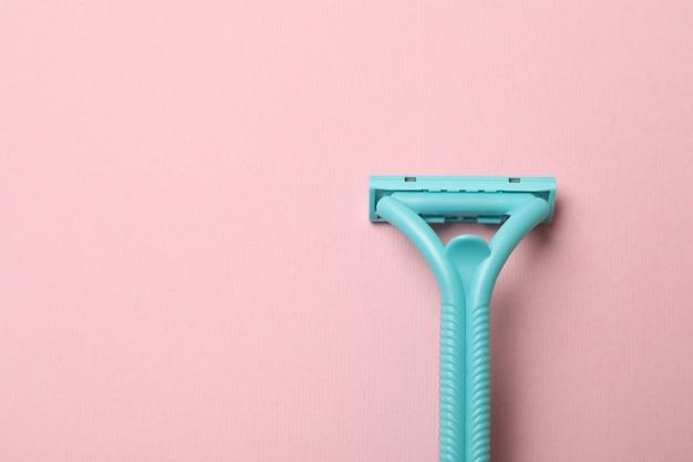 Mint razor on pink