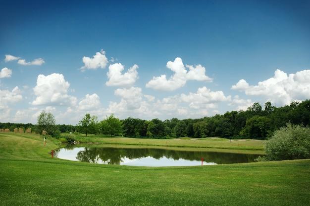 거울 호수, 골프 코스에서 골프 잔디