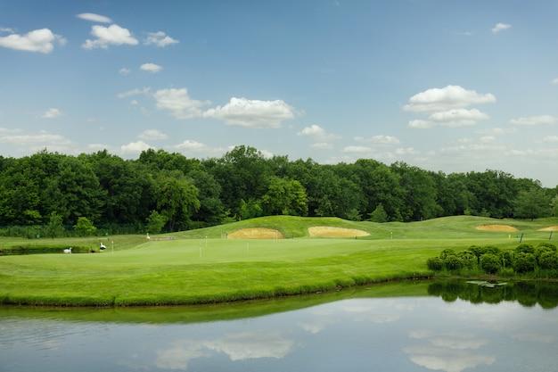 ミラー湖、ゴルフコースでのゴルフ用芝生