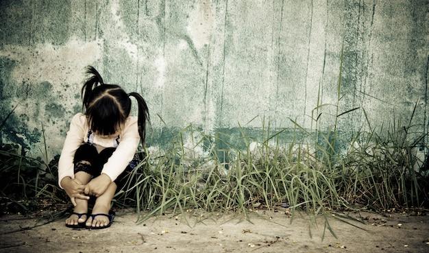 불행한 가족 고통은 문제를 두려워