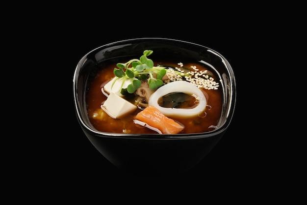 鮭とイカの味噌汁、スープ、わかめ、椎茸、豆腐チーズ、ねぎ、ネギ、ごまの種
