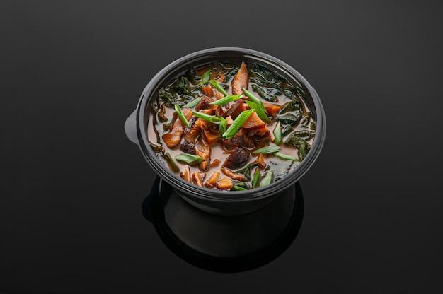 豆腐チーズ、海苔、椎茸、本橋、ねぎの味噌汁