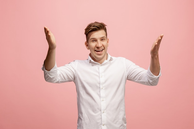 Do not miss. young casual man shouting. shout. crying emotional man screaming on pink. male half-length portrait. human emotions, facial expression concept. trendy colors