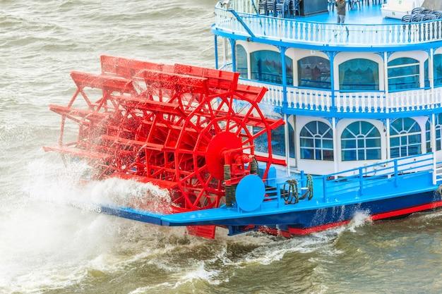 Лодки в форме миссисипи - известные туристические достопримечательности гамбурга.