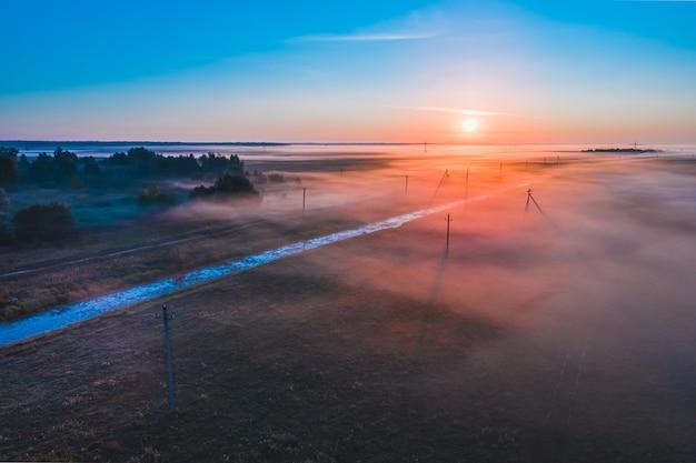 Туман ранним утром на рассвете