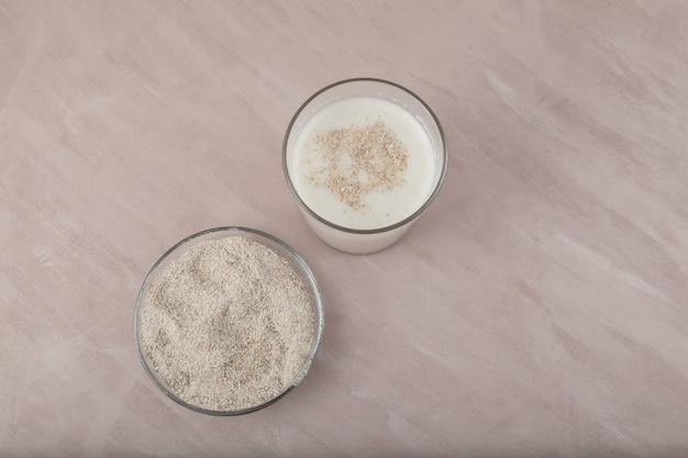 Misugaru latte 또는 misutgaru. 건강한 한국의 잡곡 쉐이크.