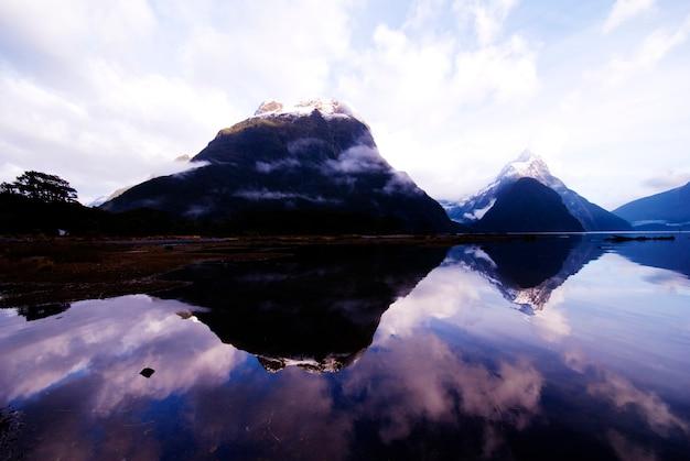 Mitre peak, milford sound, new zeland