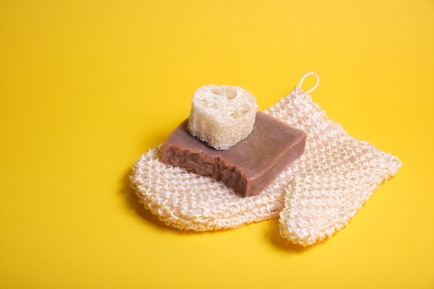 Варежки, мочалка и домашнее мыло с какао