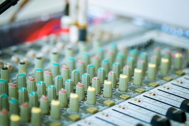Mix audio controls.