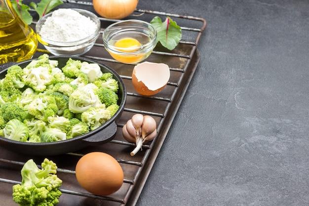 ブロッコリーと芽キャベツを鍋に混ぜる