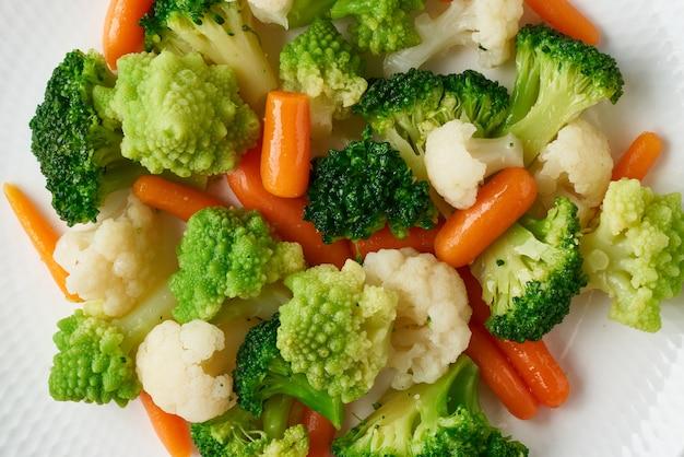 Микс вареных овощей. брокколи, морковь, цветная капуста.