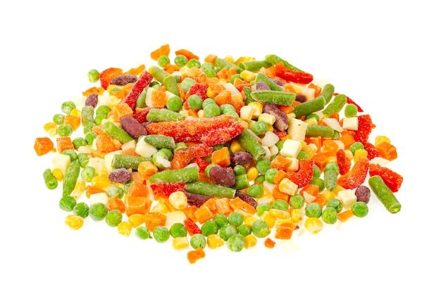 鮮やかに刻んだ冷凍野菜を混ぜます。健康的な食事。