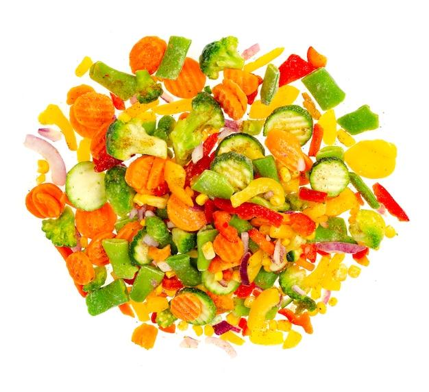 鮮やかに刻んだ冷凍野菜を混ぜます。